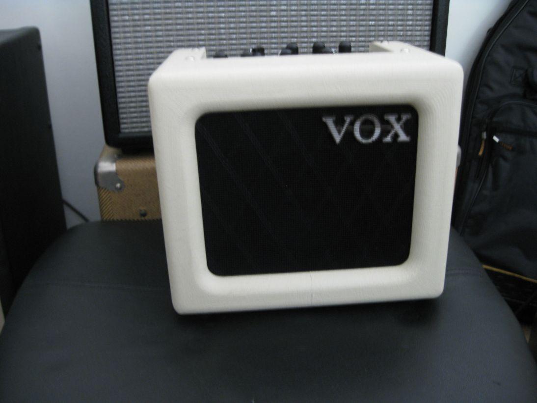 vox mini 3 battery powered guitar amp guitarsophist. Black Bedroom Furniture Sets. Home Design Ideas