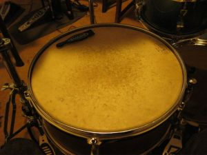 Kent wooden snare drum with old Ludwig head.